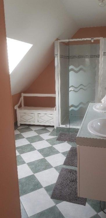 Murs peints salle de bains
