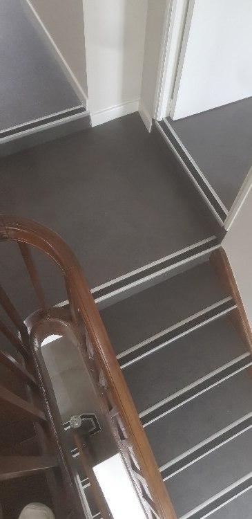Pose de dalles PVC + nez de marche en alu